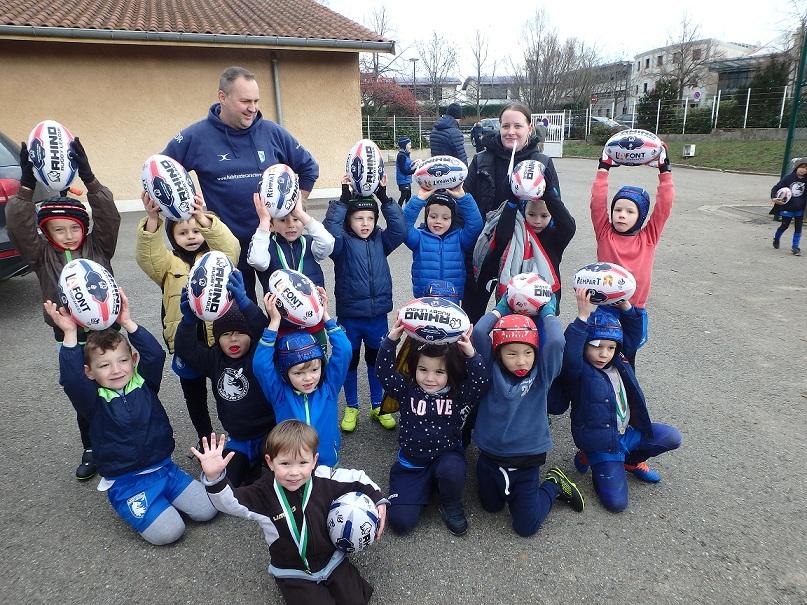OPERATION UN BALLON POUR TOUS  – 125 ballons ovales remis  ce matin AUX LIONS de l'Ecole de Rugby à XIII florissante de Ste Foy Rugby League :